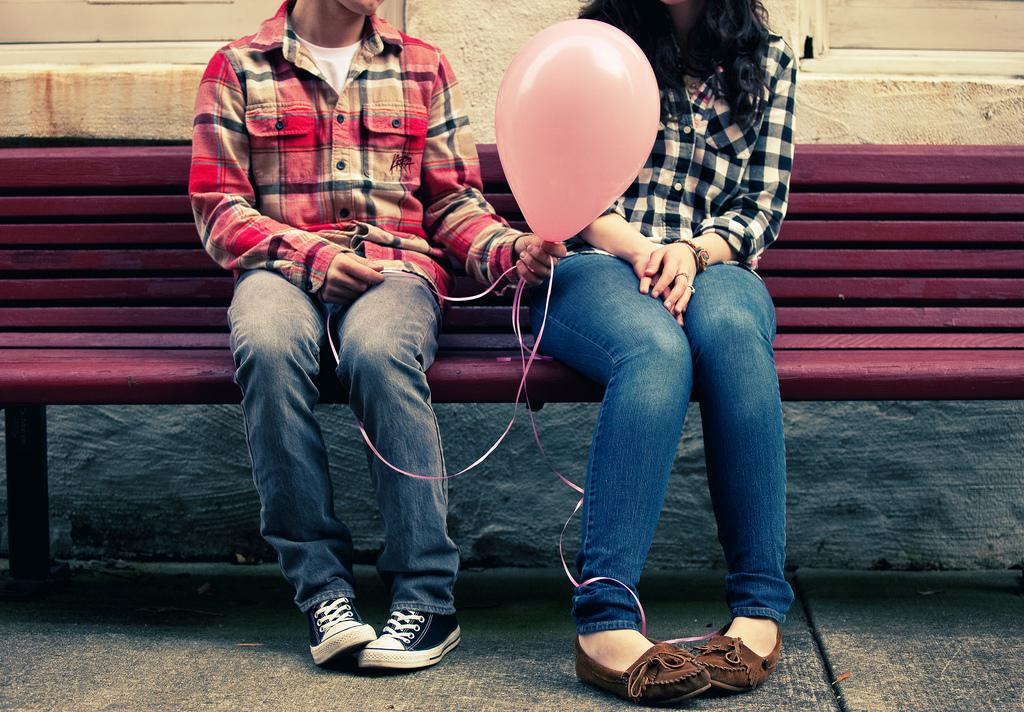 photo, giving a balloon to a stranger