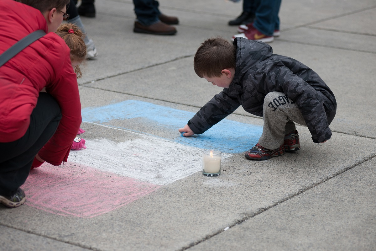 photo; children drawing the French flag in chalk